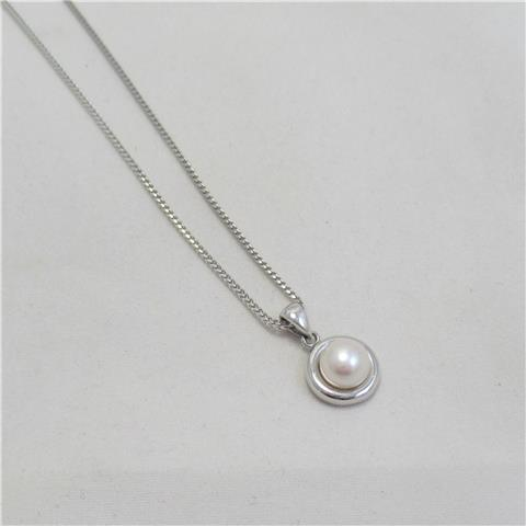 Cultured Pearl Pendant & Chain